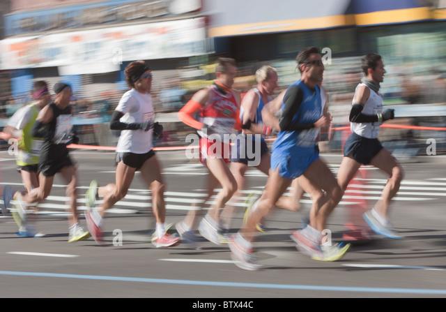 Verschwommene Abstraktion der 2010 New York City Marathon-Läufer. Stockbild