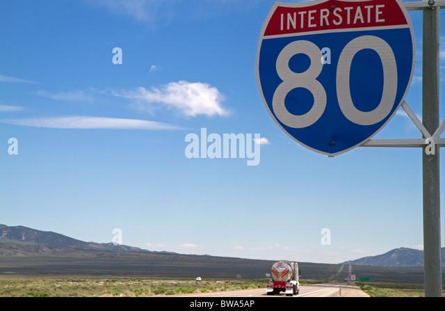 Interstate 80 Straßenschild im nordöstlichen Nevada, USA. Stockbild