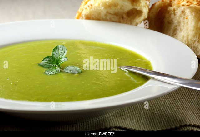 Erbsen-Minze-Suppe Stockbild