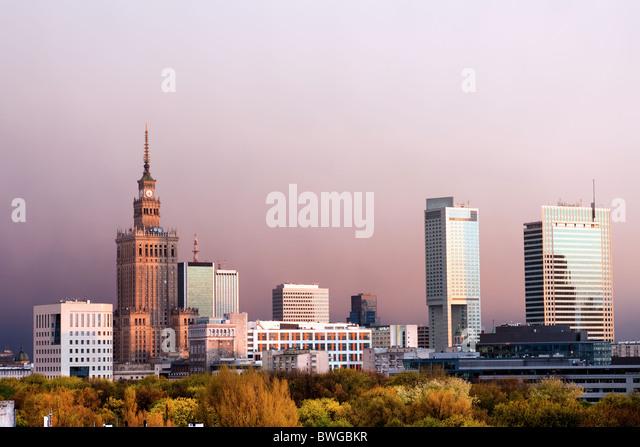 Warschau, Hauptstadt Polens Stadtbild, kurz vor dem Sonnenuntergang mit Palast der Kultur und Wissenschaft, Srodmiescie Stockbild