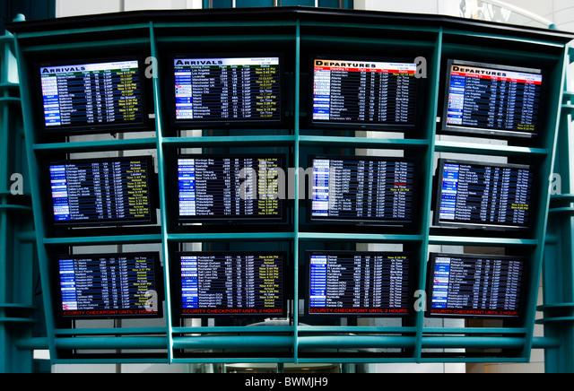 Ankünfte und Abflüge Bretter am internationalen Flughafen von Orlando, Florida, USA Stockbild