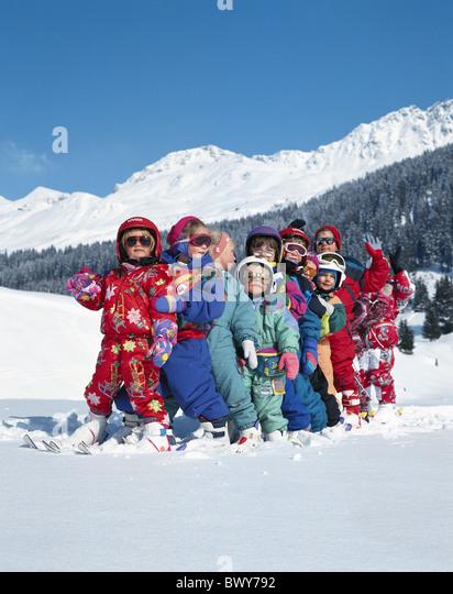 Helme nach anderen Kanton Graubünden Graubünden Schweiz Europa Kinder Schweiz Europa Skii Rudern Stockbild