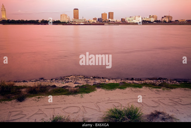 Baton Rouge nach Sonnenuntergang gesehen Stockbild