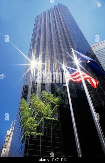 Sonnenlicht reflektiert den Trump Tower, Manhattan, New York City, New York, USA. Stockbild