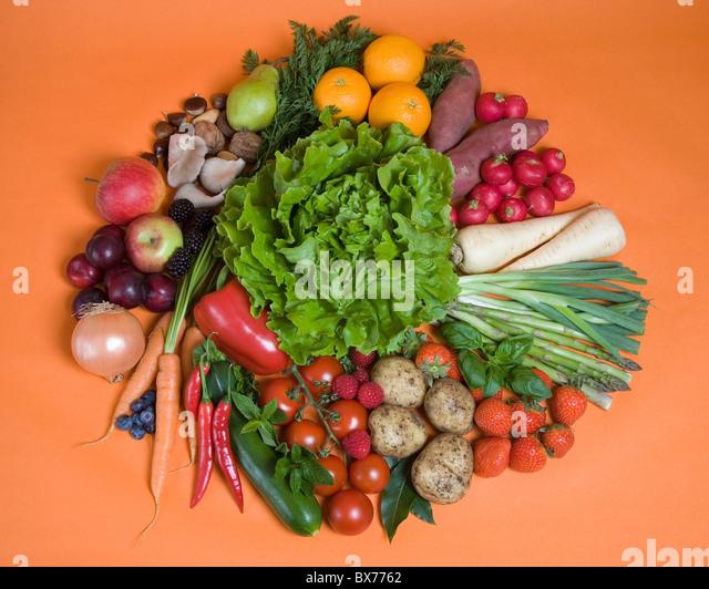 Kreis von saisonalem Obst und Gemüse Stockbild