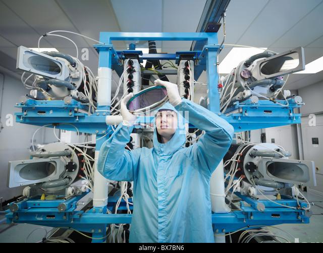 Kontrollierenden Laserlinse Wissenschaftler Stockbild