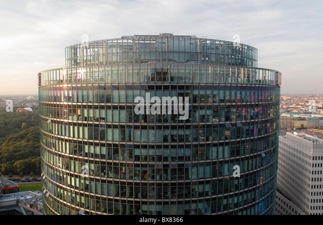 Deutsche Bahn-Tower am Potsdamer Platz in Berlin Stockbild