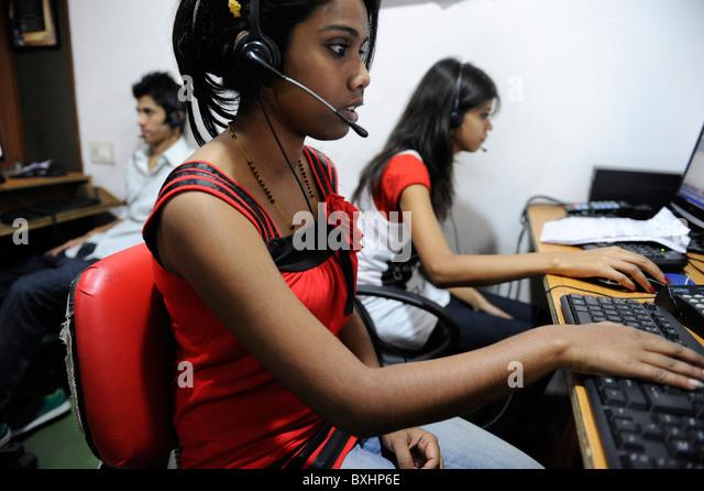 Südasien Indien Kolkata Kalkutta, junge Frauen in Call Center aufrufenden US oder UK Kunden arbeiten Stockbild