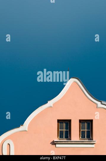 Detail der gebogenen Barockhaus Giebel in ist, Mährisch-Schlesische Region, Tschechien Stockbild