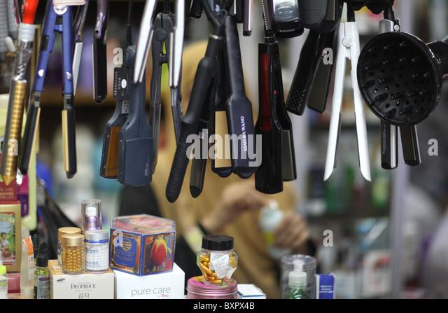 Haarglätter auf dem Display in Bogyoke Aung San Markt, ehemals Scotts in Yangon, Myanmar. (Burma) Stockbild