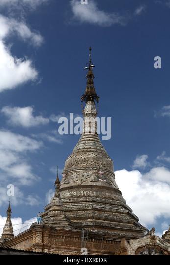 Die Spitze des Aung Chan Tha Zedi Tempels in Kalaw, Nepal. Stockbild
