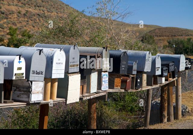 Postfächer für die Zustellung von Postsendungen in einer ländlichen Gegend in der Nähe von Challis, Stockbild
