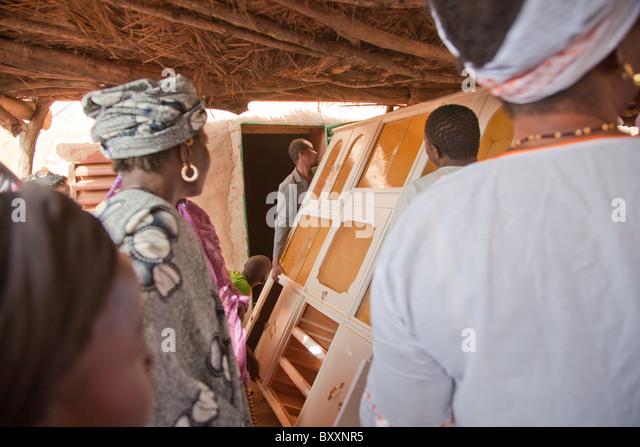 In Burkina Faso legen Sie ein Fulani Hochzeit getroffen hat. Am Tag der 'Bantule' bewegen Freunde/Familie Stockbild