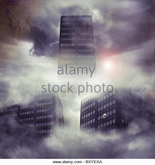 Hohen Hochhäuser in den Himmel mit kleinen Figur am Fenster - Stock-Bilder