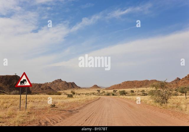 Elefant Straße Zeichen & Straße, Damaraland, Namibia Stockbild