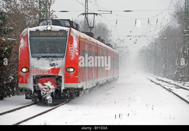 Deutsche Bahn RB48 (Regionalzug) Leichlingen, Deutschland. Stockbild