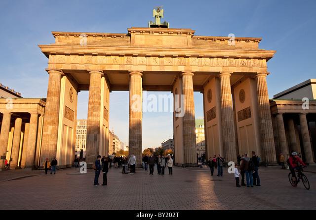 Deutschland, Berlin, Brandenburger Tor bei Sonnenuntergang Stockbild