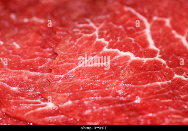 Makroaufnahme von rohes, rotes Fleisch bereit für chinesische Fondue. Stockbild