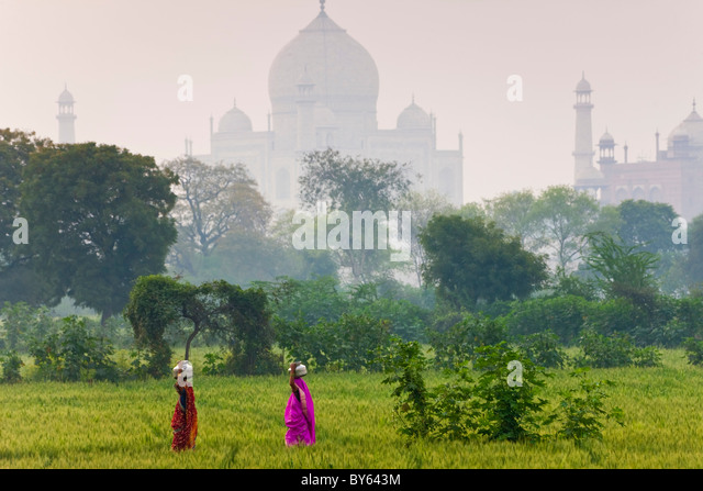 Mit Wasser Töpfe, Taj Mahal, Agra, Indien Stockbild