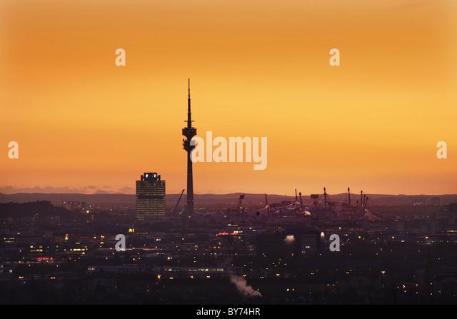 Stadtbild mit Olympiapark, München, Bayern, Deutschland Stockbild
