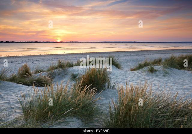 Abendlicht über die Sanddünen im Osten Kopf. Ein Sand und Kiesstrand spucken befindet sich am Eingang Stockbild