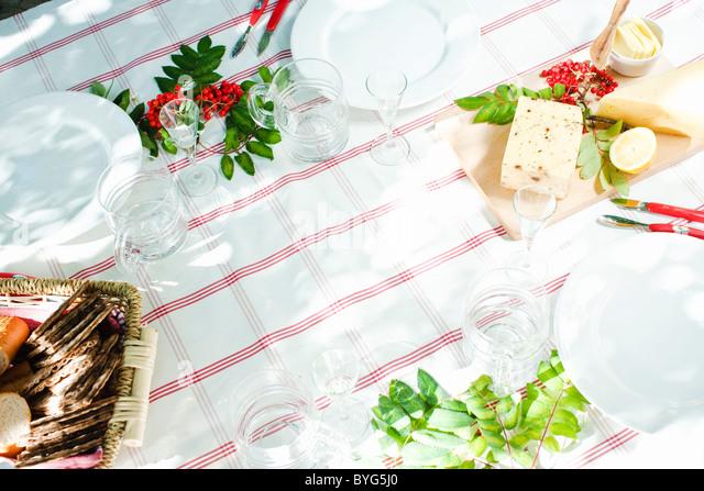 Mahlzeit am Tisch im freien Stockbild