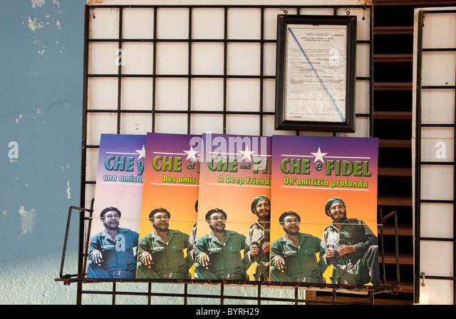"""Kuba. """"Che und Fidel: eine tiefe Freundschaft"""" in Englisch, Spanisch, Französisch und Italienisch, Stockbild"""