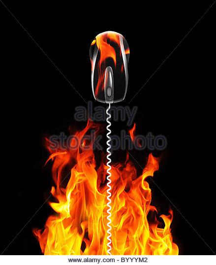 Mauskabel und Flammen Stockbild
