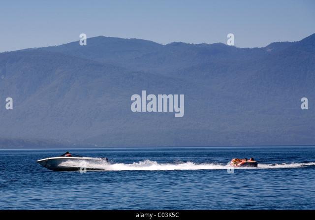 Wassersport auf dem See Caburgua, Pucon, Chile Stockbild