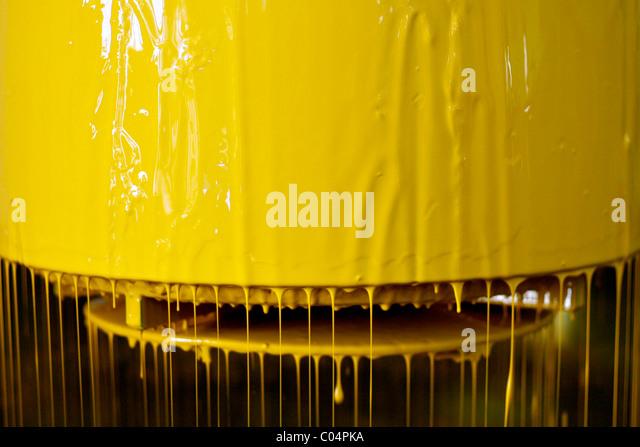 Industriemaschinen für Arbeiten mit gelber Farbe Farbe Stockbild