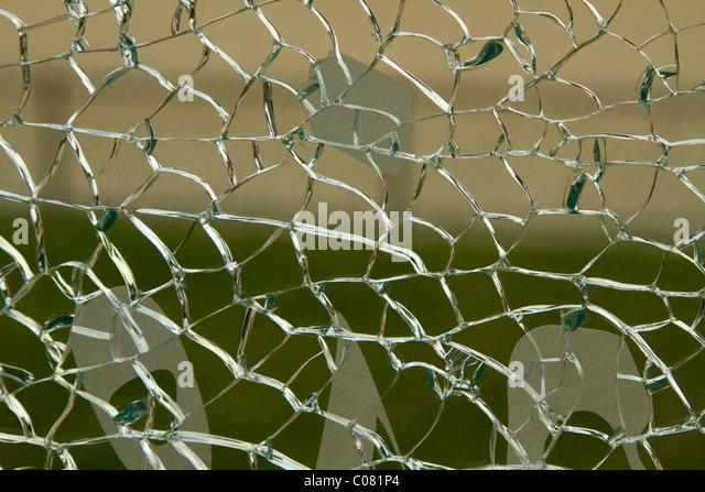 Nahaufnahme eines zerbrochenen Glases Stockbild