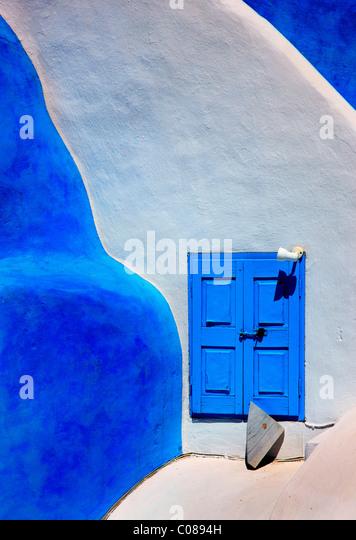 Schöne, traditionelle, minimal, Architektur, vom Dorf Oia, Santorin, Griechenland Stockbild