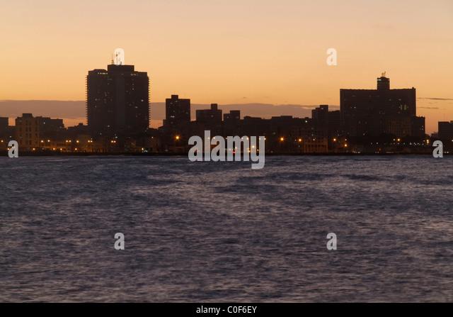 Malecon Promenade bei Sonnenuntergang, Hotel National Havanna Vieja, Kuba Stockbild