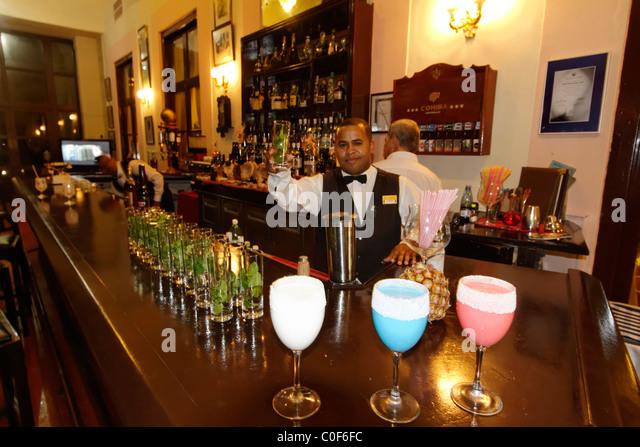 Hotel National Vedado, berühmte Bar, Barkeeper, Frozen Daiquiri, Kuba Stockbild