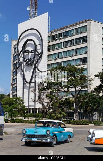 Placa De La Revolucion Jose Mart, Square, Oldtimer-Taxi, Che Guevara, Havanna, Kuba, Karibik Stockbild