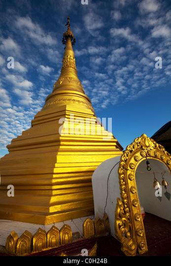 Goldene Stupas, Shwe Inn Thein Paya, Inthein, Inle-See, Myanmar Stockbild