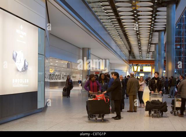 Ankunftshalle - Terminal 5 ? Flughafen Heathrow - London Stockbild