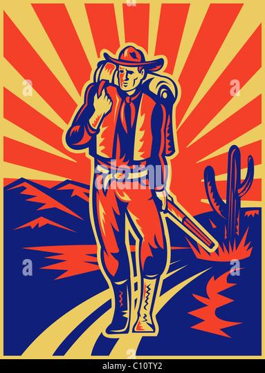 Retro-Stil Abbildung eines Cowboys mit Rucksack und Gewehr zu Fuß mit Wüstenberge und Kaktus im Hintergrund Stockbild