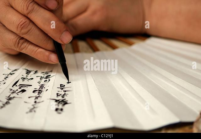 Handwerker-Malerei-Fan mit chinesischen Schriftzeichen Stockbild