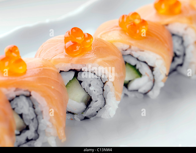 Geräucherter Lachs Sushi mit Reis Stockbild