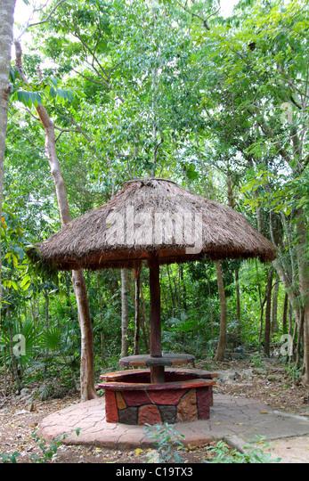 Dschungel Palapa Hütte Schiebedach in Mexiko Riviera Maya traditionellen Holzarchitektur Stockbild