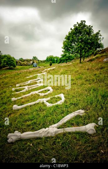 Zeitgenössische Skulpturen, Pilane Beerdigung Boden, Pilane, Westschweden, Schweden, Europa Stockbild