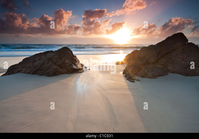 Australische Seelandschaft bei Sonnenaufgang (Miami Beach, Queensland, Australien) Stockbild