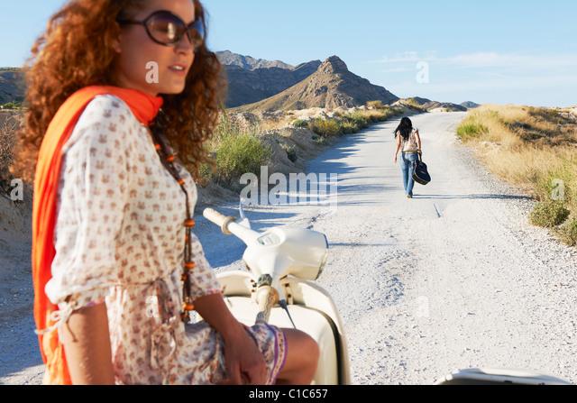 Frauen mit Motorrad und Seitenwagen Stockbild
