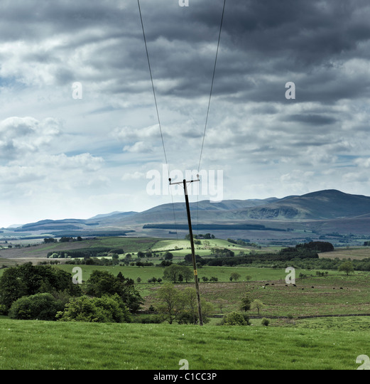 Ländliche Stromleitungen in The Lake District, Cumbria, England UK Stockbild