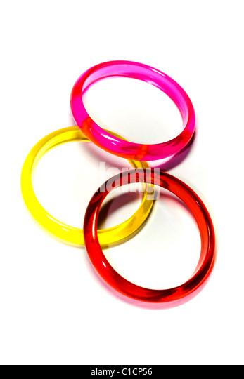 Drei bunt Ringe auf weißem Hintergrund, Abstraktionen Stockbild