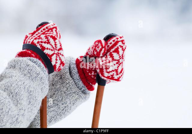 Person-Holding-Skistöcke Stockbild