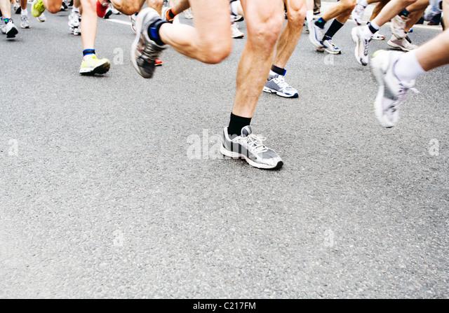 Menschen laufen in-City-marathon Stockbild