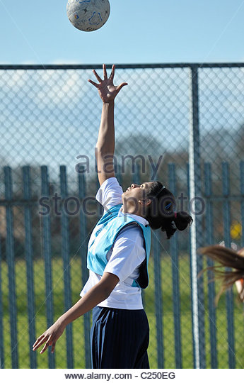 Grafschaft-Schulen Korbball Turnier. Aktion von einem Schulwettbewerb Netball. Stockbild