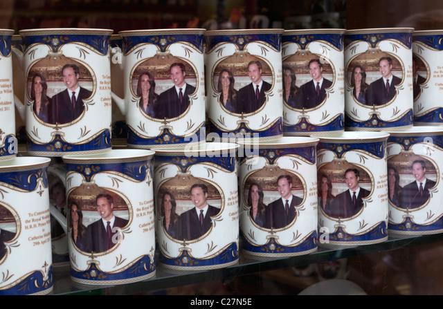Souvenir-Becher für die königliche Hochzeit zwischen Prinz William und Kate Middleton Stockbild